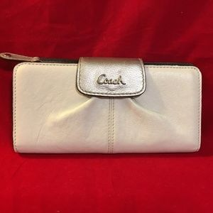 COACH White Leather Ashley Clutch Wallet 48131